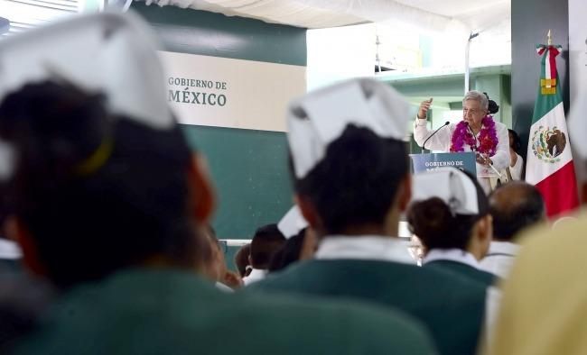 AMLO_Enfermeras.jpg