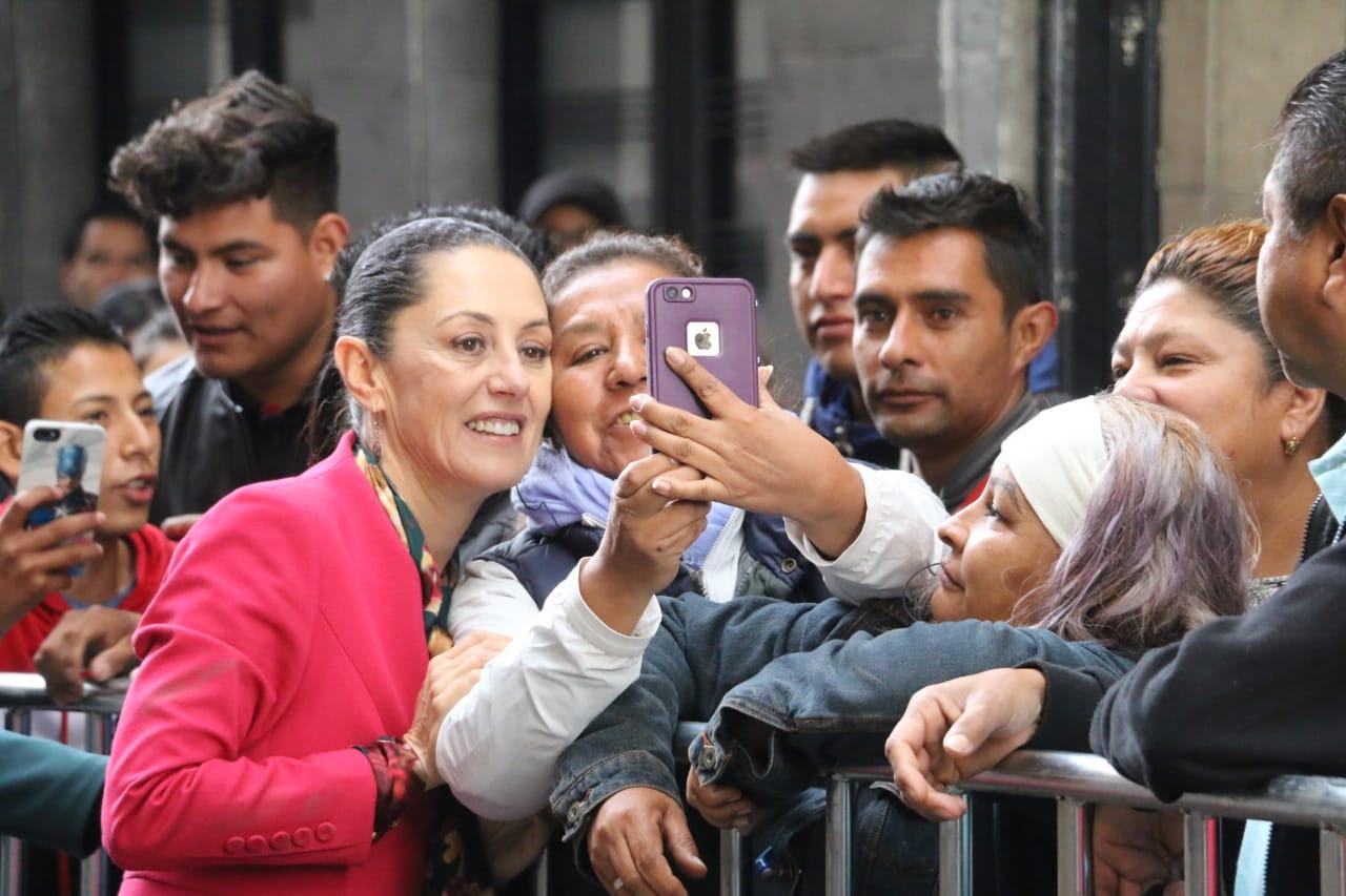 A-su-llegada-al-Recinto-Legislativo-de-Donceles-y-Allende.jpg