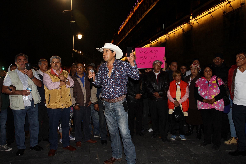 Manifestantes-Palacio-Nacional.jpg