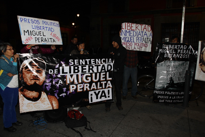 Manifestantes-Palacio-Nacional2.jpg