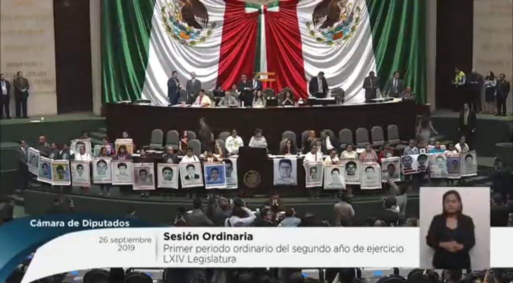 Padres-Ayotzinapa_Diputados.jpeg