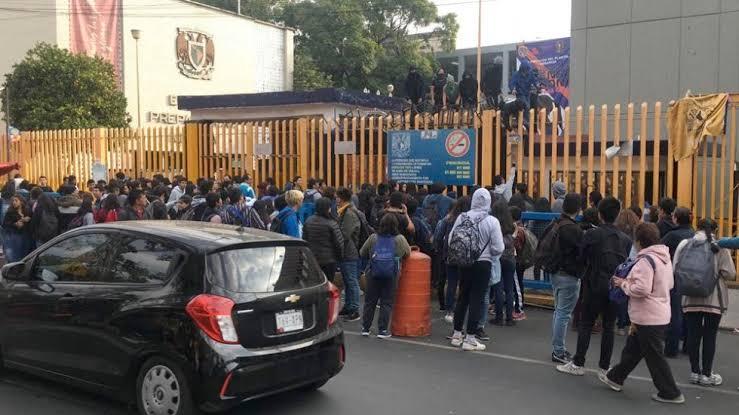 Encapuchados-toman-la-Prepa-8-de-la-UNAM.jpg