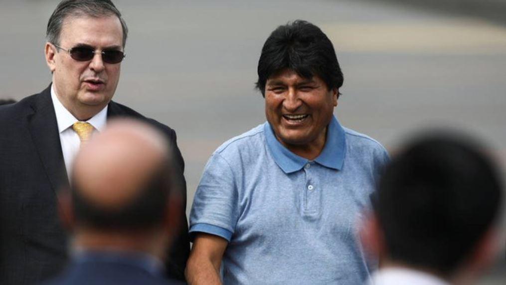 Un-timbre-de-orgullo-asilar-a-Evo-Morales-AMLO.jpg