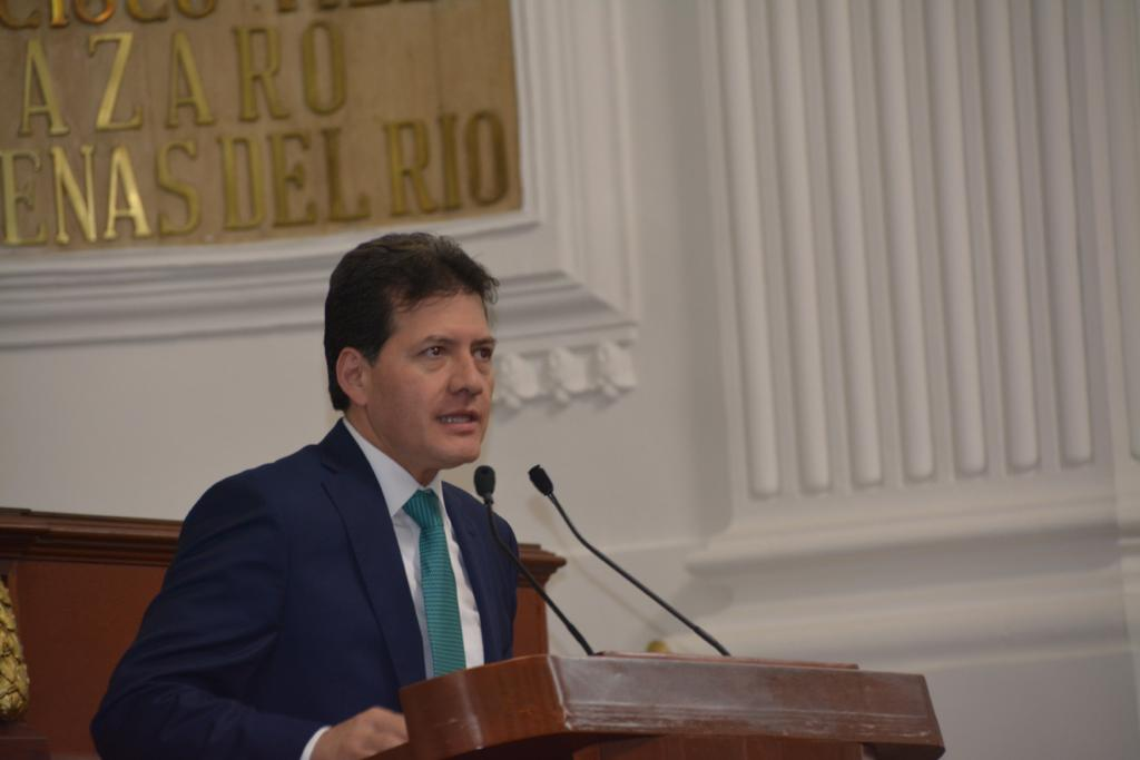 Congresista-Víctor-Hugo-Lobo.jpg