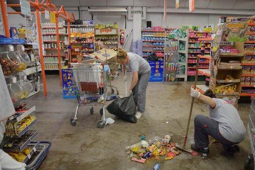 Bandas-de-saqueadores-azotan-a-supermercados.jpg