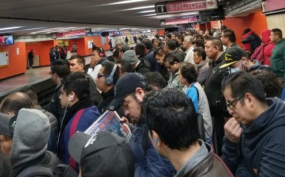 Pide-AMLO-no-viajar-en-vagones-llenos-del-Metro.jpg
